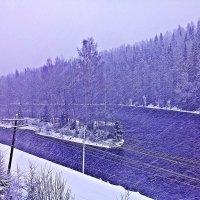Легкий снежок над речкой в Карелии. :: Юрий Скрипченков