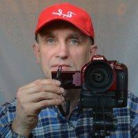 автопортрет(через зеркало) :: Юрий Фомин