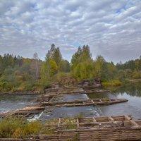 старая плотина на р Великая. :: михаил скоморохов