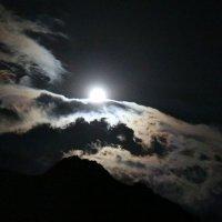 Августовское суперлуние в горах :: Светлана Попова