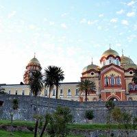 Вид на Ново-Афонский монастырь с Тропы Грешников. :: Владимир Болдырев