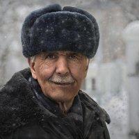 Цветы для ветерана :: Александр Поляков