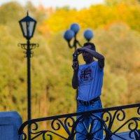 Фотограф осени )) :: Юрий Анипов