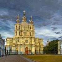 Смольный собор в лучах заходящего солнца :: Вячеслав Мишин