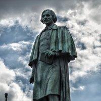 Памятник Гоголю :: Людмила Финкель