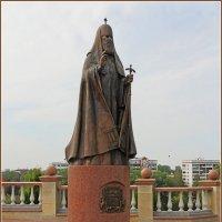 Памятник Патриарху Алексию ll у Свято-Успенского Собора. :: Роланд Дубровский