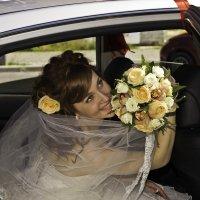 Невеста с цветами :: Николай