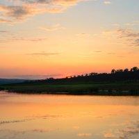Закат на берегу озера :: Сергей Бобков