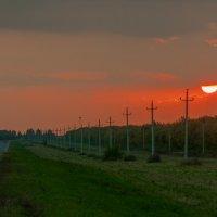 Закат на дороге. :: Игорь Ильиных