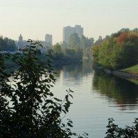 Утро на реке Охте. :: Владимир Гилясев