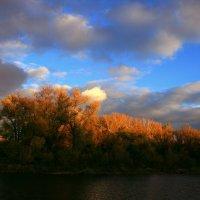 Есть в светлости осенних вечеров умильная,таинственная прелесть... :: Евгений Юрков