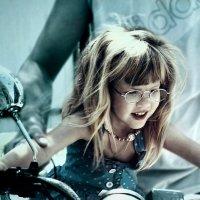 Эту девочку зовут Гарри Поттер.))) :: Нэтхен *