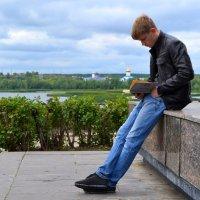 За чтением  ДЮМА :: Александр Канышев