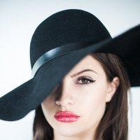 Портрет в шляпке :: Владимир Рей