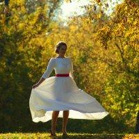 Осенний танец :: Igor Khmelev