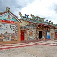 Таиланд. Кон Каен. Китайский храм :: Владимир Шибинский