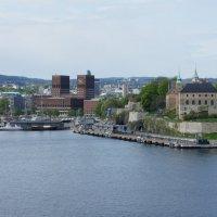 Вид с парома  на Осло (Ратуша, крепость Акерсхус) :: Елена Павлова (Смолова)