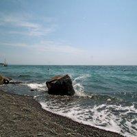 Камень на берегу :: Сергей