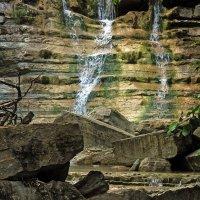 мини водопад... но большие камни... :: Геннадий Свистов