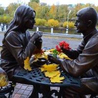 В Омске новый памятник. Парочка :: Savayr