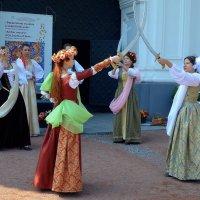 Танец с саблями :: Ростислав