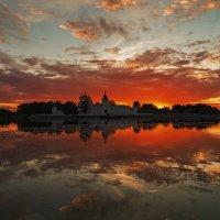 Догорало лето пламенем заката... :: Роман Макаров