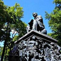 Памятник Крылову в летнем саду :: Полина