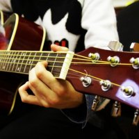 Увлечена игрой на гитаре :: Valentin Dobrosmyslov