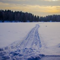 дорога через озеро :: Aleksey Donskov