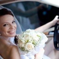 невеста в автомобиле :: Александр Черемнов