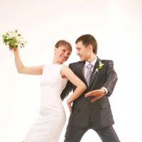 танец жениха и невесты :: Александр Черемнов