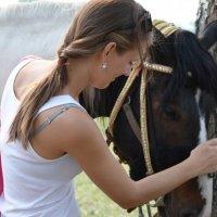 девушка и лошадь :: Зоя Яковлева