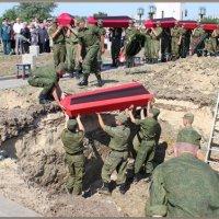 Мамаев курган.Захоронение останков советских воинов-сталинградцев... :: юрий сухинин