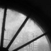 сквозь круглое окно :: Зоя Яковлева