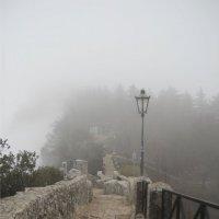 Туманные улицы Сан-Марино, Италия :: Vika Chistilina
