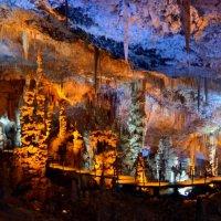 Сталоктитовая пещера :: Victor nemokaev