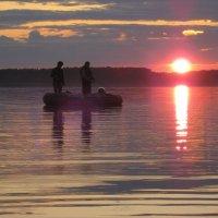 Рыбалка на закате :: Надежда Новикова