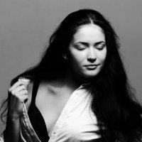 Black and White :: Anna Anna