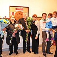 Сімейний портрет на Вернісажі :: Степан Карачко