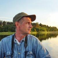 Портрет на фоне озера :: Валерий Талашов