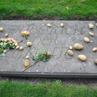 Надгробная плита на могиле Фридриха II :: Елена Павлова (Смолова)