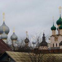 Ростов Великий.. кремль... здесь церкви к небу устремили купола. :: Galina Leskova