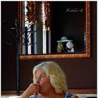 Бокал вина - немой свидетель её невыплаканных слёз... :: Кай-8 (Ярослав) Забелин