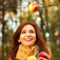 Happy Smiling Young Woman Juggling Apple :: Мирослава Струк