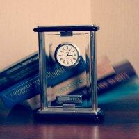 Время летит неумолимо быстро.. :: Оксана Хорева