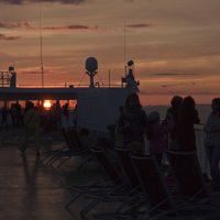 Закат в Балтийском море :: Александр Рябчиков