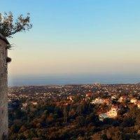 Вид на Средиземное море со стен Аббатства Беллапаис :: Anna Lipatova