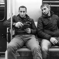 Люди в метро. Гости (?) Москвы :: Алексей Окунеев