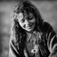 Девочка с цветком :: Александр Остроумов