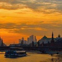 Вид на Москворецкий мост :: Сергей Басов